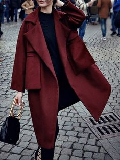 chic red winter coat for women, chic winter outfit for young women, classic winter outfit for women Looks Street Style, Looks Style, Style Me, Mantel Styling, Look Fashion, Womens Fashion, Fashion Coat, Fashion Outfits, Fashion 2018
