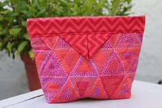 Questo Handy Snap Bag è molto versatile - Quilting Digest Sewing Projects For Beginners, Sewing Tutorials, Sewing Hacks, Sewing Crafts, Sewing Tips, Bag Tutorials, Bags Sewing, Fabric Bags, Fabric Scraps