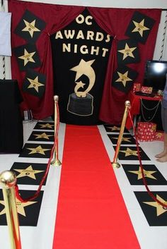 17 Best images about Oscar-Hollywood Deco Cinema, Cinema Party, Movie Party, Prom Party, Hollywood Sweet 16, Hollywood Theme, Hollywood Birthday Parties, Hollywood Party Decorations, Red Carpet Party