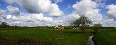 #HeyMétéoFrance Ambiance bucolique le matin de Pâques près du Mêle sur Sarthe dans l'Orne sous les cumulus ! Pic Bernard Trouillet (16/04/2017)