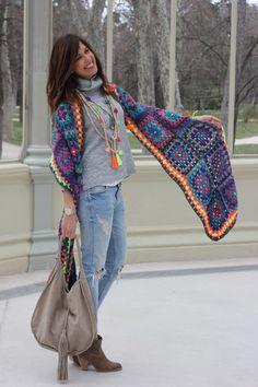 New crochet granny square scarf pattern diy Ideas Crochet Shawls And Wraps, Crochet Scarves, Crochet Clothes, Crochet Hats, Crochet Granny, Diy Crochet, Granny Square Poncho, Granny Squares, Look Chic