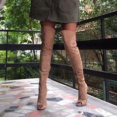 Topuklu ayakkabı,kaliteli,gerçek deri,hakiki deri,moda ayakkabı,tasarım ayakkabı, dizüstü çizme,kırmızı, ten rengi, haki ayakkabı,nil yeşili, süet ayakkabı, yeni sezon Burnu açık kumbeji diz üstü Çizme Günlük kullanıma uygundur. %100 GERCEK DERİDİR.Tam kalıptır (Her zaman giydiğiniz ayak numaranız olacaktır)11 cm topuk. önden 1 cm platform. Çok rahat kalıp,