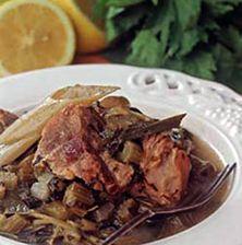 Ένα από τα πιο αγαπημένα και κλασσικά ελληνικά φαγητά! Μπορούμε να το συναντήσουμε με διαφορετικό κρέας χοιρινό ή μοσχάρι με αυγολέμονο ή με σκέτο απλό και απέριττο λεμονάκι. Όπως κι αν το δεις αυτό το φαγητό μυρίζει Ελλάδα