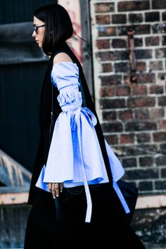 Street Style | Tied Flare Sleeve Shirt
