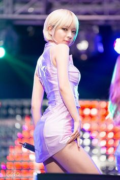 That sexy stare thoughhh.man its giving the chills Kpop Girl Groups, Kpop Girls, Miu, Incheon, Female Poses, Girl Bands, Celebs, Celebrities, Beautiful Asian Women