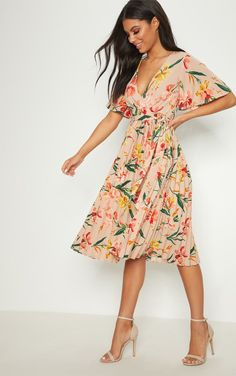 Pink Floral Pleated Midi Dress. Head online and shop this season's range of dresses at PrettyLittleThing. Express delivery & student discount available.