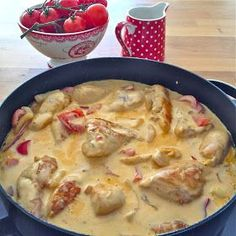 Anne Laila´s verden: Kylling med Creme Fraiche - Kvinners helse tips Pork Recipes, Chicken Recipes, Cooking Recipes, Healthy Recipes, Dinner Dishes, Dinner Recipes, Slow Cooker Recepies, Norwegian Food, Scandinavian Food