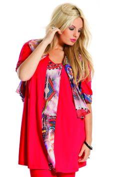 Twinset van Sempre Piu bestaat uit een kort jasje en een singlet. Het jasje heeft een 1/2 voile print stof aan de voorkant en uni mouwen aan de achterkant. Singlet heeft een bies van de print. Leuk te combineren. | Bagoes Plus Size Fashion | www.bagoes.nl