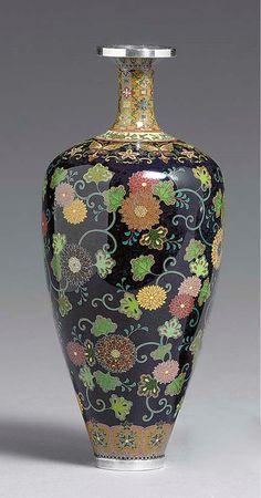 A Cloisonné Enamel Bottle Japanese Vase, Ceramic Techniques, Good Morning Flowers, Crystal Vase, Ginger Jars, Antique Toys, Bottle Art, Porcelain Ceramics, Pottery Vase