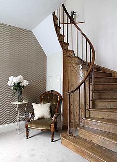 Georgian staircase / modern wallpaper
