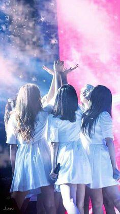 South Korean Girls, Korean Girl Groups, Gfriend Profile, Rain Wallpapers, Summer Rain, G Friend, Mobile Legends, Kpop Fanart, K Idols