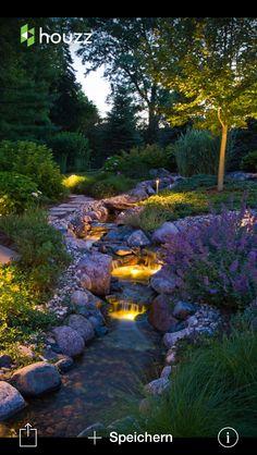 Riiiiichtig cool  beleuchteter Wasserlauf