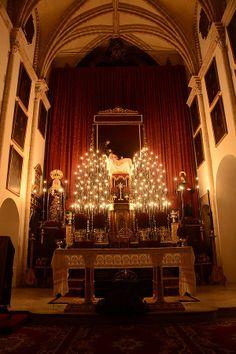 Quinario de la hermandad de Santa Marta a la luz de las velas.