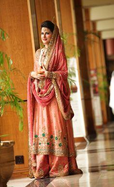 Gorgeous Pakistani Bride# Pakistan# Pakistani Fashion Only unique to Pakistan! Pakistani Bridal Wear, Pakistani Wedding Dresses, Pakistani Outfits, Bridal Lehenga, Indian Bridal, Indian Dresses, Indian Outfits, Pakistani Clothing, Punjabi Bride
