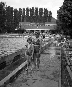 Balokány fürdő- 1946 Old Pictures, Historical Photos, Hungary, Budapest, Arch, Marvel, Retro, Couple Photos, Brandenburg