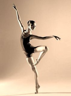 My life = BALLET! My favorite/most inspiring ballet dancers: Maria. Contemporary Dance, Modern Dance, Dance Movement, Dynamic Poses, Ballet Beautiful, Beautiful Lines, Dance Poses, Ballet Photography, Body Poses