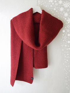 Grande écharpe rouge framboise tricotée main en laine et alpaga   Echarpe,  foulard, cravate par de-temps-en-temps 7c6ab79646b