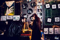 » GELEIA JAM – 2ª EDIÇÃO – 3ª NOITE – Tribo's Bar 04/07/2015  Exposições: Poesia: Siena Bruna-Sam Schild-Fred Slonski Desenho: Rafael Bastos, Gi Vinholi Fotografia: Beatriz Colnago