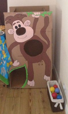 Raa raa the Noisy lion themed party games. Can't catch ooo throwing game