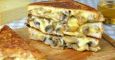 Si tienes ganas de un sándwich diferente, no te pierdas este increíble y sabroso sándwich de cebolla, champiñones y queso gouda. ¡Es facilísimo de hacer y seguro que te encantará! Ingredientes: (para 2 sándwiches) 4 rebanadas de pan de molde 1 cebolla mediana 250 gr de champiñones laminados 240 gr de queso gouda rallado 4 cucharaditas de mantequilla o margarina 2 c ...