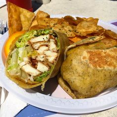 For a Friday cheat we're lunchtime dreaming of this local Wahoo Caesar wrap and hot kettle chips from @cafeolebermuda. Some of the best Wahoo we've had to be honest. Hope your enjoying this gorgeous Friday as much as we are! #biteofbermuda #bermuda #bermudafood #bermudaeats #wearebda #wearebermuda #friday #cheatday #wahoo #caesar #caesarwrap #kettlechips