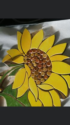 Mosaic Art Projects, Mosaic Flowers, Glass Planter, Wall Murals, Stained Glass, Wall Decor, Diy Crafts, Creative, Pattern
