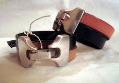 Pulseiras artesanais em couro plano de 10mm em preto e amarelo ou preto e laranja. Handmade 10mm flat leather bracelets. Black and yellow or black and orange. € 14,00 //  USD 18,00
