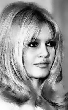 1965 BB à New York pour Viva Maria - brigitte bardot Bridgitte Bardot, Catherine Deneuve, Sophia Loren, Isabelle Adjani, French Actress, Classic Beauty, Belle Photo, Divas, Hair Inspiration