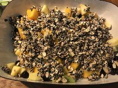 Deze ochtend gekozen voor vers fruit met een crumble van zaden, havermout en honing :)