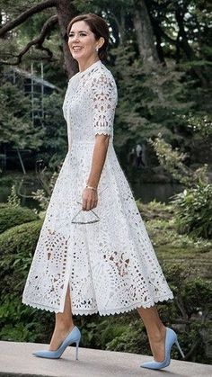 38 Popular Lace Dress Ideas Surely You Want To Wear It - There are numerous plans of dresses that will consistently be in style consistently. Lace semi-formal dresses are perhaps the most established style f. Trendy Dresses, Elegant Dresses, Beautiful Dresses, Casual Dresses, Fashion Dresses, Awesome Dresses, Casual Outfits, Formal Dresses, Dress Skirt