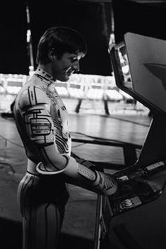 The actor who played Tron, Bruce Boxleitner ,playing a round of Tron during the filming of Tron. Meta.
