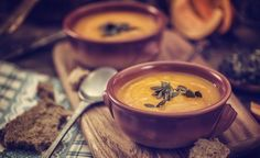 Easy Pumpkin Soup Recipe - 5 Minute Pumpkin Soup :-:-: This creamy bisque is ready in 5 minutes and tastes like fall in a bowl. Hot Soup Recipes, Snack Recipes, Healthy Recipes, Low Carb Paleo, High Carb Foods, Pumpkin Soup, Pumpkin Spice, Pumpkin Bisque, Canned Pumpkin