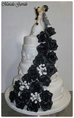 Torta de novios rosas negras
