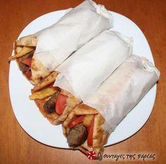 Κεφτεδάκια στο γκριλ #sintagespareas #keftedakia #grill Meat Lovers, Greek Recipes, Grilling, Sandwiches, Tacos, Mexican, Tortillas, Ethnic Recipes, Greece