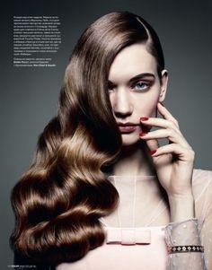 C-curl vintage hairstyle