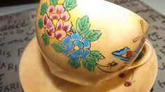 Ocupa Japón (c.1940s) lustre ware juego de té (taza con platillo correspondiente).  Molino de viento y florales multicolor escena en tierra amarilla brillante. CASA DE LA MONEDA