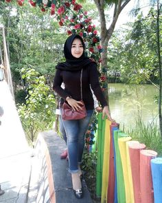 Dina Agustin Hijaber Cute From Aceh - Hijaber Indo Casual Hijab Outfit, Hijab Chic, Hijabi Girl, Girl Hijab, Cute Girl Poses, Cute Girls, Hijab Jeans, Moslem, Muslim Beauty