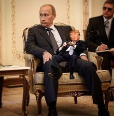 Funniest Donald Trump Memes: Tiny Trump and Putin. 🌺🌻✿❀❁For more great pins go to Caricatures, Putin Funny, Tiny Trump, Donald Trump Pictures, Vladimir Putin, The Villain, Just In Case, Funny Memes, Funniest Memes