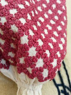 *etnobiblioteca*: Muzeul Satului - Un veac de frumusețe Folk Embroidery, Textiles, Costumes, Popular, Traditional, Blanket, Crochet, Shirt, Inspiration