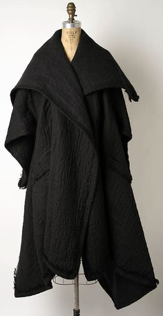 Coat Designer: Issey Miyake (Japanese, born Design House: Miyake Design Studio (Japanese) Date: Culture: Japanese Medium: linen, alpaca Dimensions: Length at CB: 52 in. cm) Credit Line: Gift of Gregory R. Issey Miyake, Dark Fashion, High Fashion, Fashion Fashion, Mode Style, Style Me, How To Have Style, Mode Alternative, Casual