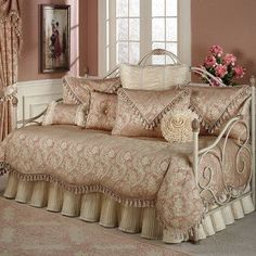 How Outstanding Rattan Wicker Daybed Sets Outdoor Daybed Comforter Sets, Daybed Sets, Daybed Covers, Bedding Sets, Daybed Room, Awesome Bedrooms, Beautiful Bedrooms, Romantic Bedrooms, Cheap Mattress