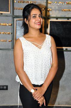 Hari Teja Hindi Actress, Malayalam Actress, Bollywood Actress, Bollywood Cinema, Bollywood Photos, Actress Without Makeup, Long Hair Ponytail, Dress Images, Beautiful Indian Actress