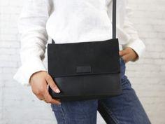 """pikfine Eco Leder Umhängetasche """"Kaia' // 2 Farben - pikfine Capsule Wardrobe, Leather Backpack, Messenger Bag, Satchel, Backpacks, Bags, Accessories, Design, Fashion"""