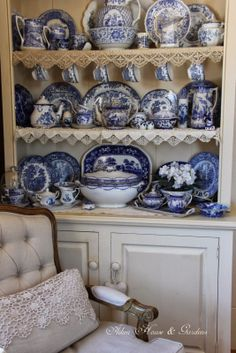 Hello everyone, On this bright winte. Blue Willow China, Blue And White China, Blue China, Red White Blue, Blue And White Dinnerware, White Dishes, Blue Rooms, Blue Plates, White Decor