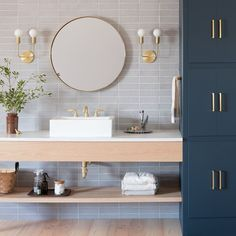 #YellowBathroomDecor Bathroom Styling, Bathroom Interior Design, Home Interior, Bathroom Storage, Bathroom Organization, Minimalist Bathroom Design, Best Bathroom Designs, Modern Bathroom Design, Bad Styling
