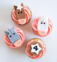 Cute horse cupcakes, just fondant cutouts on frosted cupcakes Cowgirl Birthday, Cowgirl Party, Little Girl Birthday, Cousin Birthday, Horse Birthday, Animal Birthday, Birthday Ideas, Fondant Toppers, Cupcake Toppers