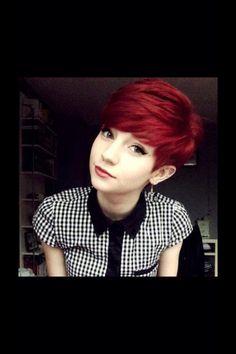 scarlett johansson short red hair very short red hair Red Hair With Bangs, Deep Red Hair, Short Red Hair, Bob Hairstyles With Bangs, Hair Color Dark, Dark Hair, Girl Hairstyles, Short Hair Styles, Short Pixie