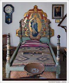 haute boheme Reminds me of Elaine Jameson! Mexican Bedroom, Mexican Furniture, Southwest Style, Southwestern Bedroom, Hacienda Style, Hand Painted Furniture, Unique Furniture, Mexican Style, Spanish Style