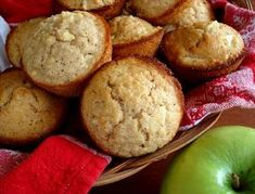 Apple Oatmeal Muffins i'll be making these soon! They will be great for breakfasts