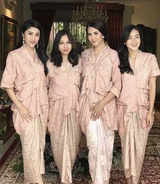 New Hair Styles Party Wedding Bridesmaids Ideas Kebaya Lace, Kebaya Hijab, Kebaya Dress, Batik Kebaya, Kebaya Muslim, Batik Dress, Lace Dress, Dress Brokat, Kebaya Brokat